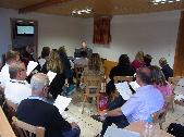 Chorprobe mit Musik im Seminarraum
