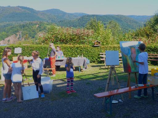Künstlergruppe auf der Außenterrasse